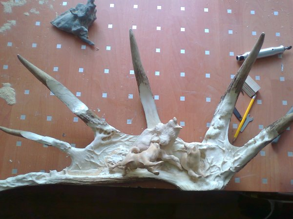 Phase 5 - The two laikas wild boar are attached to the moose antler background. (Dmitry Gorodetsky mixed media moose antler sculpture, in progress)